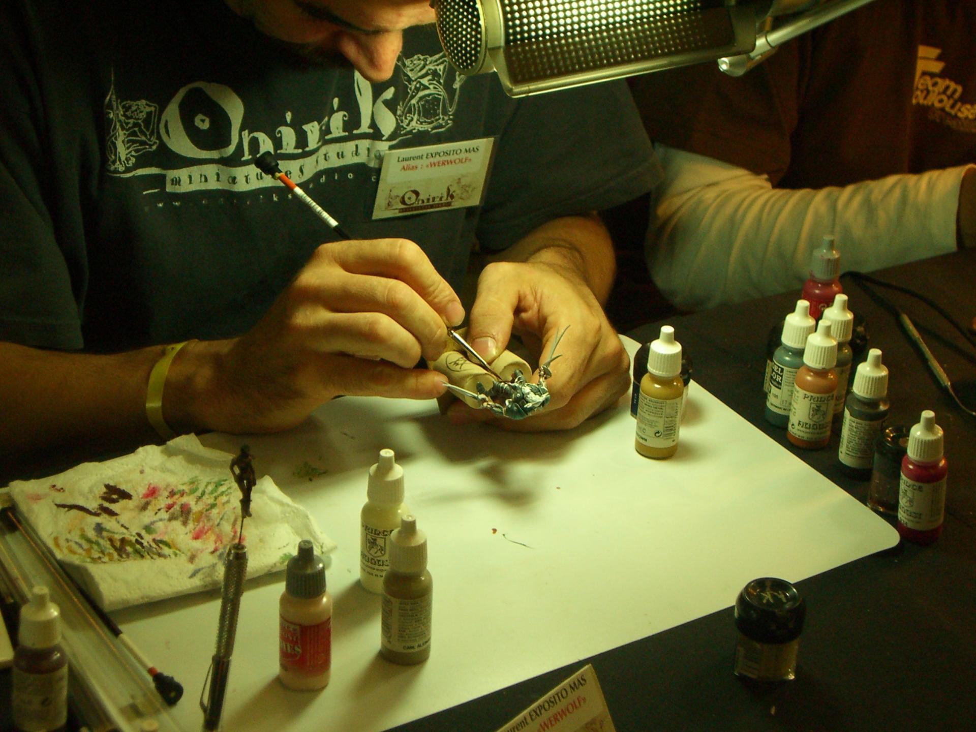 peinture en cours sur figurine